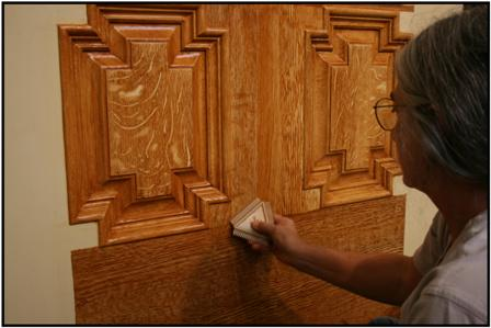 Becky Witsell re-creating oak graining on front door